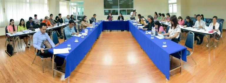 ประชุมเพื่อทบทวนโครงการงบประมาณเงินรายได้